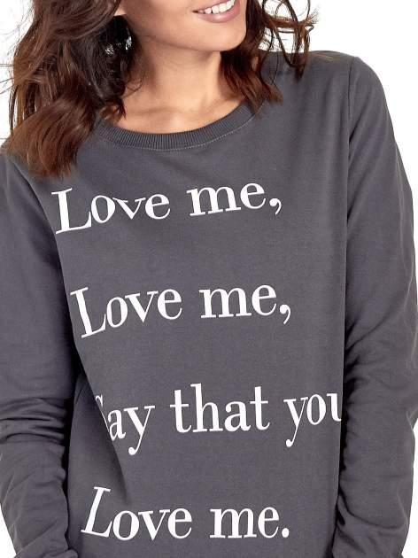 Szara bluza z napisem LOVE ME i dłuższym tyłem                                  zdj.                                  7