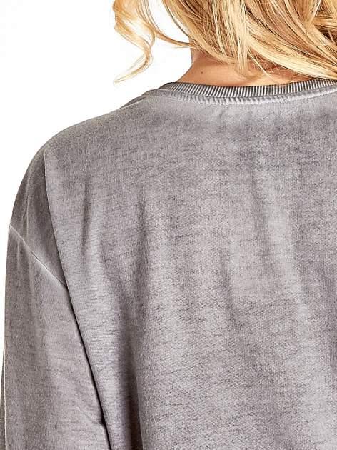 Szara bluza z numerkiem i efektem dekatyzowania                                  zdj.                                  8
