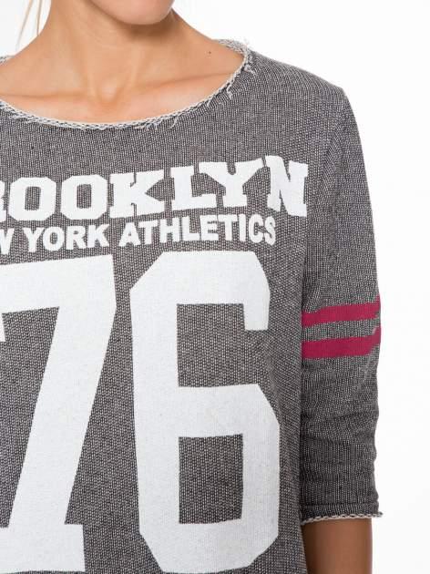 Szara bluza z numerkiem w stylu baseballowym                                  zdj.                                  6