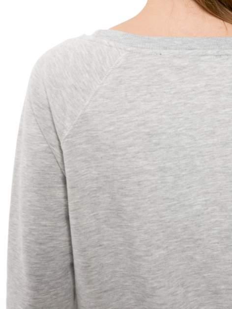 Szara bluza z reglanowymi rękawami i nadrukiem MAGNIFIQUE                                  zdj.                                  7