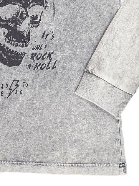 Szara bluzka dla chłopca z nadrukiem                               zdj.                              4