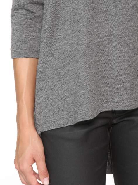 Szara bluzka oversize o obniżonej linii ramion                                  zdj.                                  7