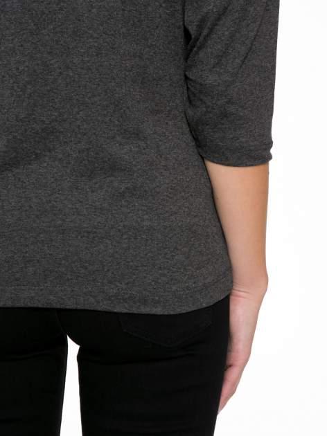 Szara bluzka w stylu fashion z nadrukiem LA VIE EST BELLE                                  zdj.                                  9