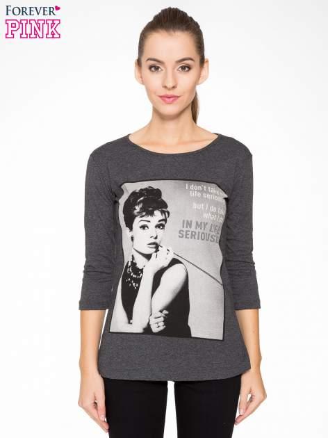 Szara bluzka z portretem Audrey Hepburn                                  zdj.                                  1