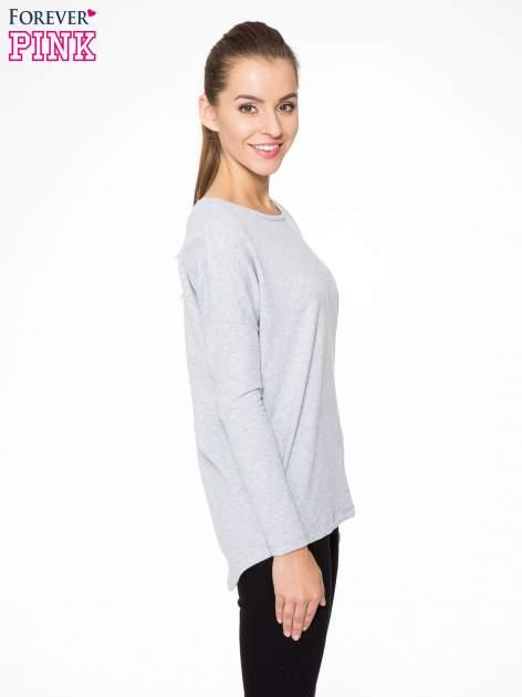 Szara dresowa bluza z dłuższym tyłem i obniżoną linią ramion                                  zdj.                                  3