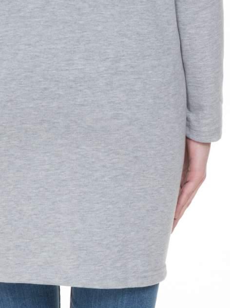 Szara dresowa bluza z literą A w stylu baseballowym                                  zdj.                                  6