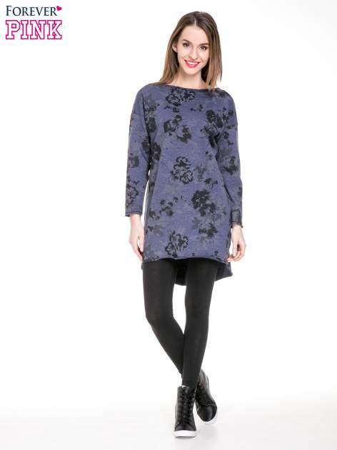 Szara dresowa sukienka z nadrukiem kwiatowym w kolorze czarnym                                  zdj.                                  2