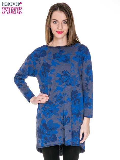 Szara dresowa sukienka z nadrukiem kwiatowym w kolorze niebieskim                                  zdj.                                  1