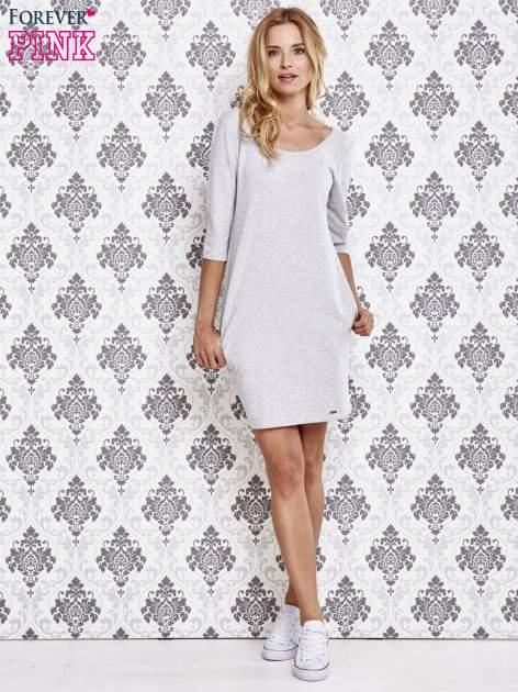 Szara dresowa sukienka z wiązaniem na plecach                                  zdj.                                  2