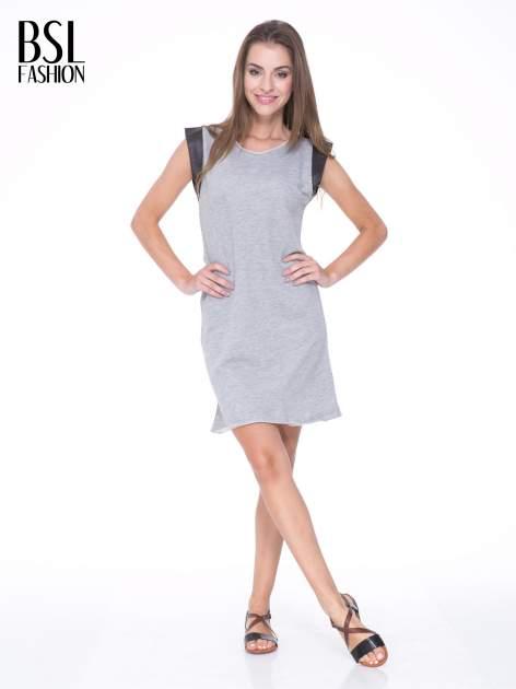 Szara dresowa sukienka ze wstawkami ze skóry przy rękawach                                  zdj.                                  2