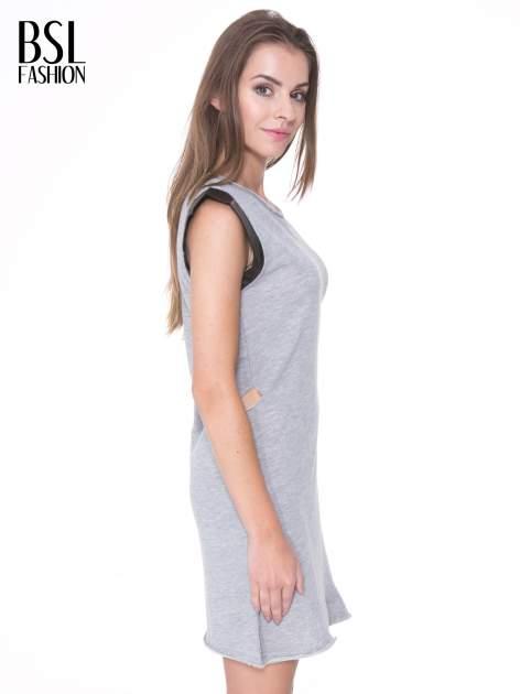 Szara dresowa sukienka ze wstawkami ze skóry przy rękawach                                  zdj.                                  3