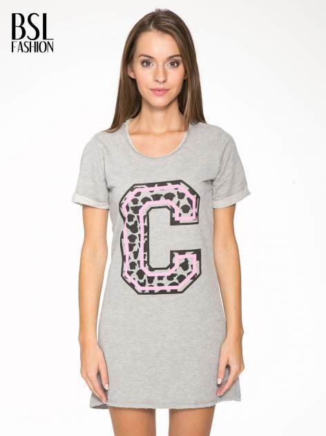 Szara luźna sukieka z nadrukiem litery C                                  zdj.                                  1