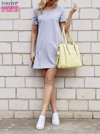 Szara sukienka dresowa z falbanami z boku                                  zdj.                                  2