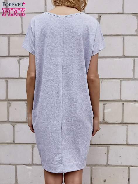Szara sukienka dresowa z kieszeniami po bokach                                  zdj.                                  4