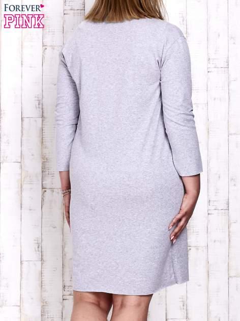 Szara sukienka dresowa z napisem LOVE PLUS SIZE                                  zdj.                                  4