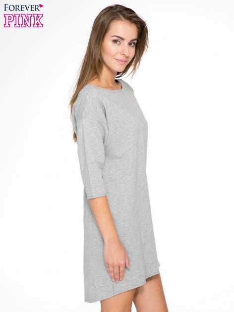 Szara sukienka oversize z surowym wykończeniem                                  zdj.                                  3