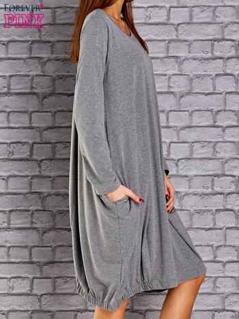 Szara sukienka oversize ze ściągaczem na dole                                  zdj.                                  3
