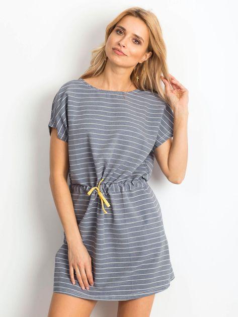 Szara sukienka w paski z wiązaniem