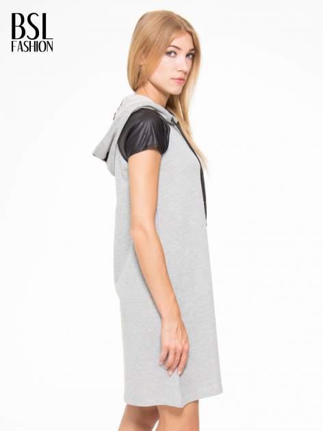 Szara sukienka z kapturem z wstawkami ze skóry                                  zdj.                                  3