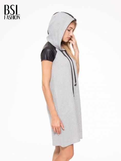 Szara sukienka z kapturem z wstawkami ze skóry                                  zdj.                                  7