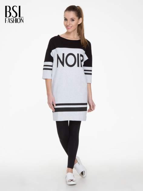 Szara sukienka z napisem NOIR w stylu sportowym                                  zdj.                                  2