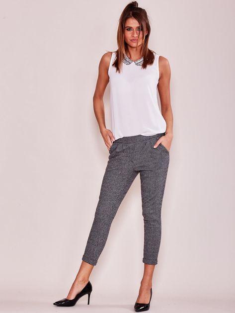 Szare bawełniane spodnie 7/8 z kieszeniami                              zdj.                              4