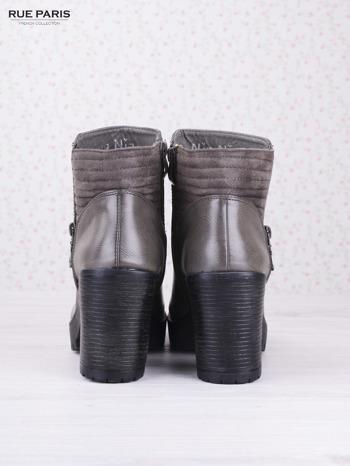 Szare cieniowane botki faux leather na wyższym klocku z zamszową pikowaną wstawką i ozdobnym suwakiem                                  zdj.                                  4