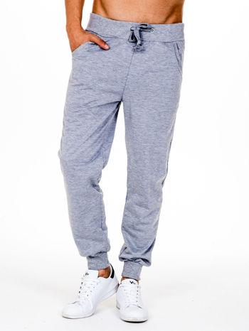 Szare dresowe spodnie męskie z trokami w pasie i kieszeniami                                  zdj.                                  1