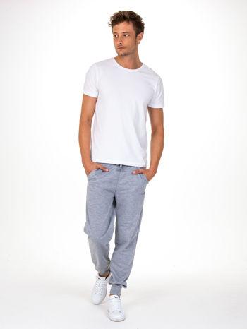 Szare dresowe spodnie męskie z trokami w pasie i kieszeniami                                  zdj.                                  2