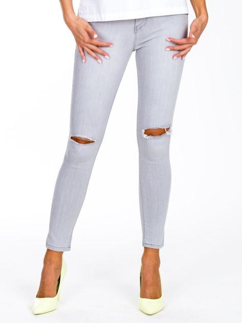 Szare jeansy high waist z dziurami na kolanach