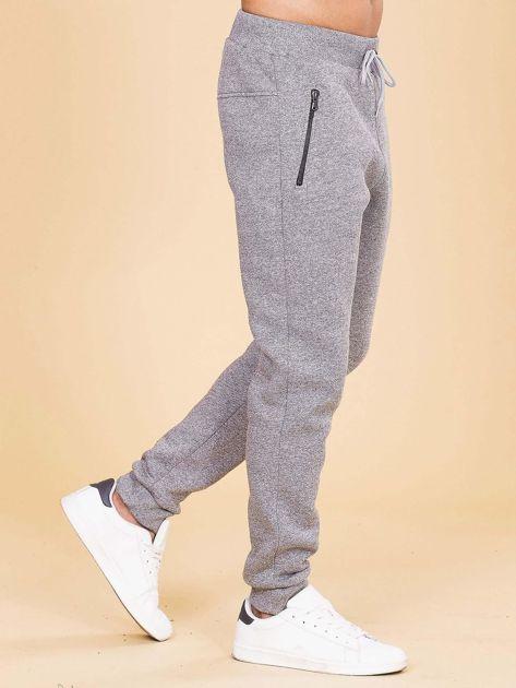 Szare ocieplane spodnie dresowe męskie                              zdj.                              3