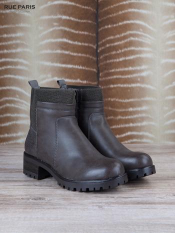 Szare skórzane botki faux leather na suwak, z traktorową podeszwą                              zdj.                              2