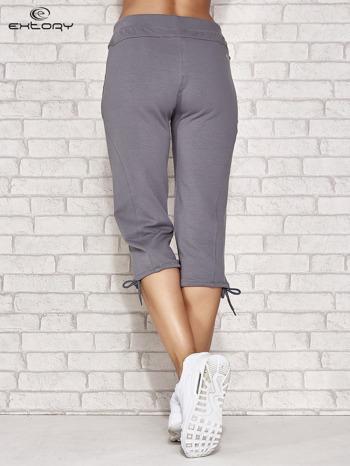 Szare spodnie dresowe capri z kieszonką                                  zdj.                                  3