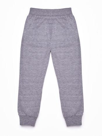 Szare spodnie dresowe chłopięce z naszywkami