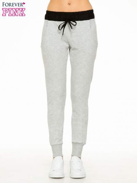 Szare spodnie dresowe z elastycznym kontrastowym pasem