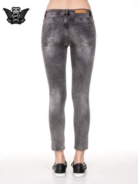 Szare spodnie skinny jeans z dziurami podszytymi koronką                                  zdj.                                  6