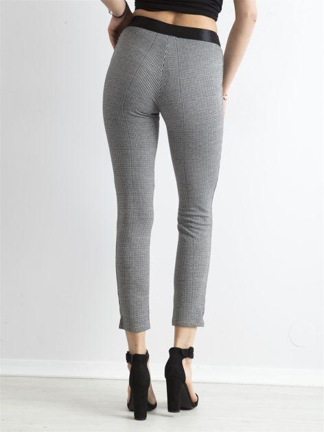 Szare spodnie slim w drobną pepitkę                              zdj.                              2