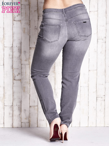 Szare spodnie ze srebrnymi napami PLUS SIZE                                  zdj.                                  2