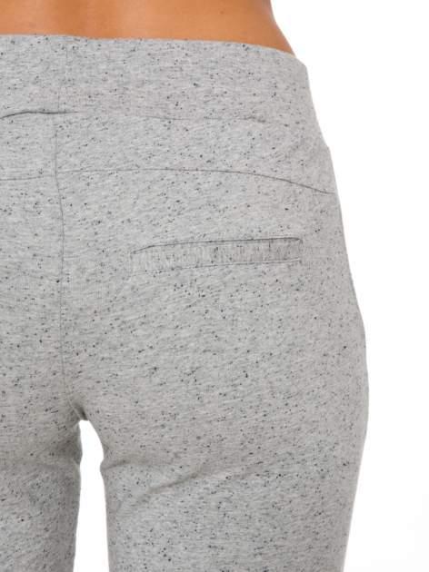 Szare wąskie spodnie dresowe wiązane w pasie na wstążkę                                  zdj.                                  5