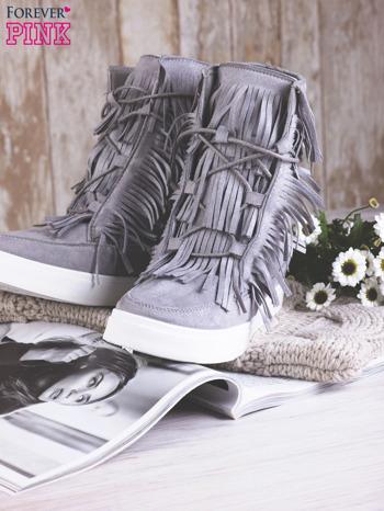 Szare zamszowe botki sneakersy Chalotte na ukrytym koturnie z frędzlami                                  zdj.                                  2