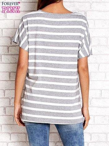 Szaro-biały t-shirt w paski z napisem DAYDREAM NATION                                  zdj.                                  2