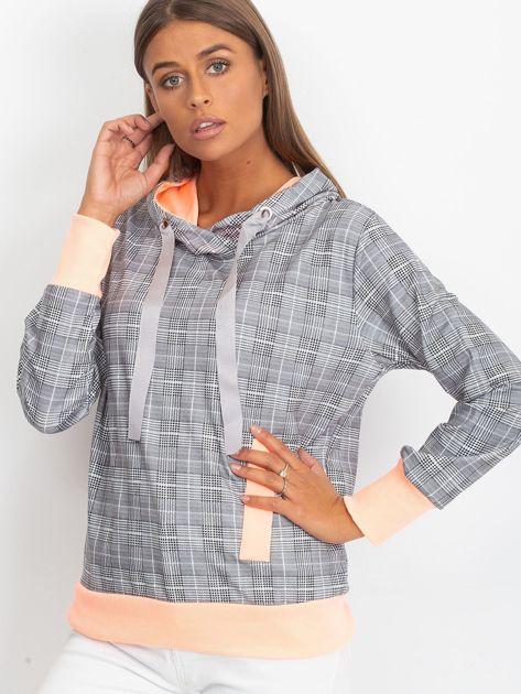 Szaro-brzoskwiniowa lekka bluza w kratkę z kapturem i troczkami                              zdj.                              1