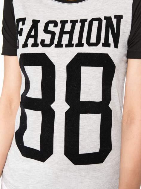 Szaro-czarny t-shirt z nadrukiem FASHION 88                                  zdj.                                  7