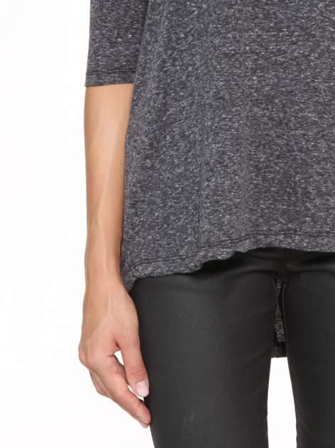 Szarogranatowa bluzka oversize o obniżonej linii ramion                                  zdj.                                  7