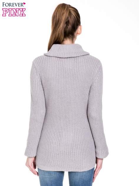 Szary ciepły sweter z golfowym kołnierzem                                  zdj.                                  4
