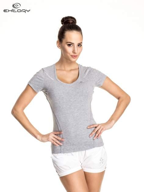 Szary damski t-shirt sportowy ze wzorzystymi wstawkami                                  zdj.                                  1