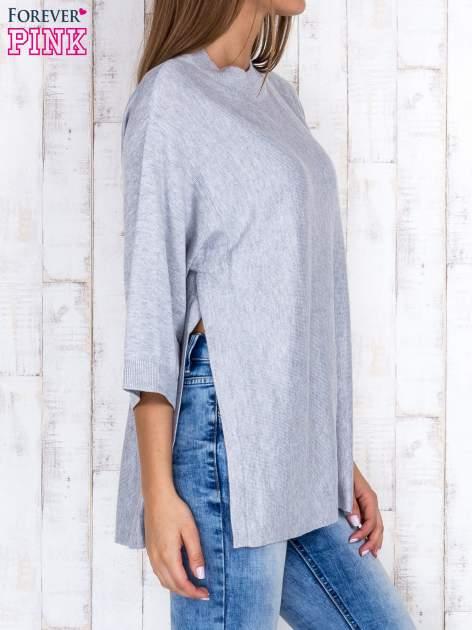 Szary luźny sweter oversize z bocznymi rozcięciami                                  zdj.                                  3