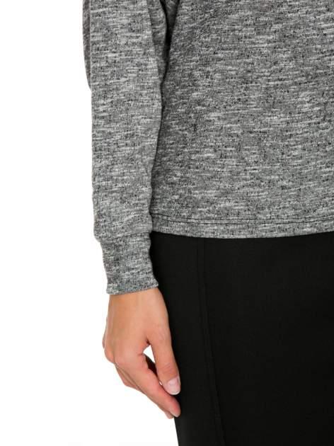 Szary melanżowy sweter z nietoperzowymi rękawami                                  zdj.                                  7