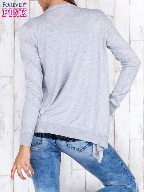 Szary niezapinany sweter z melanżowym efektem                                  zdj.                                  4