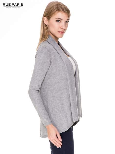 Szary otwarty sweter narzutka z dłuższym tyłem                                  zdj.                                  3